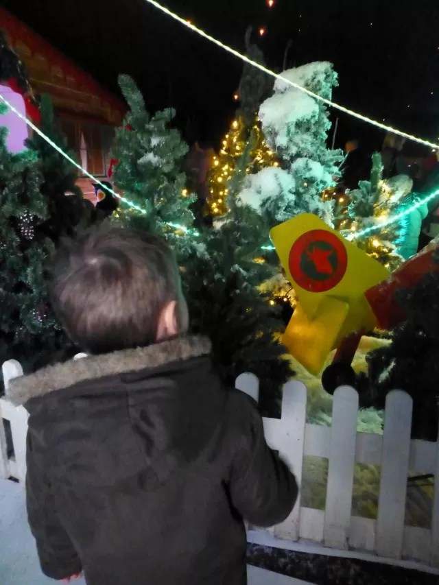 looking in the enchanted kingdom at Hatton