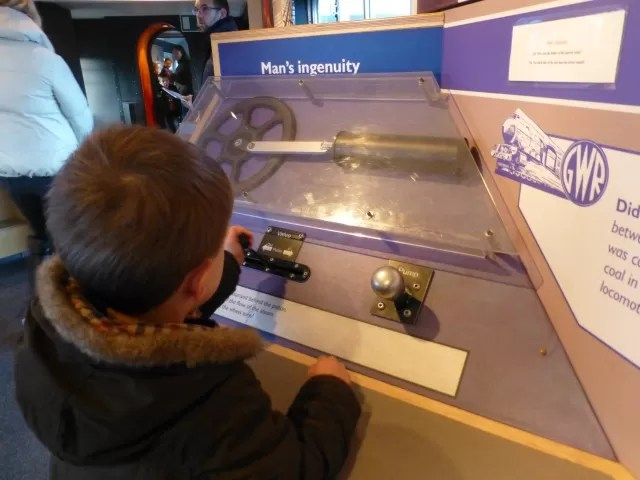 playing with pistons science - didcot railway centre