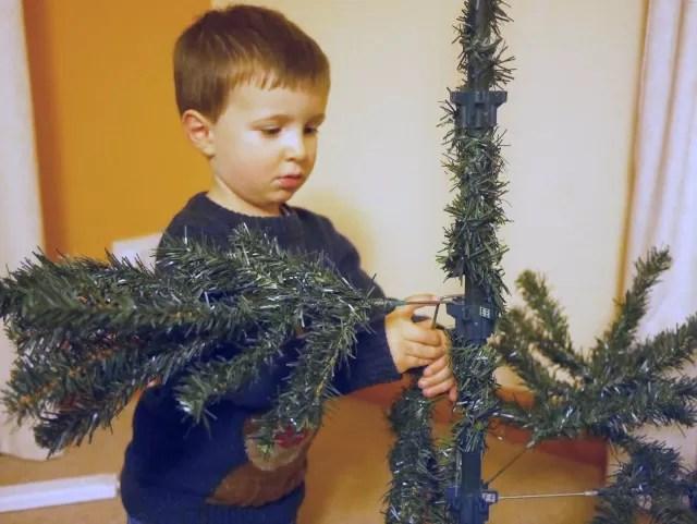 setting the christmas tree up