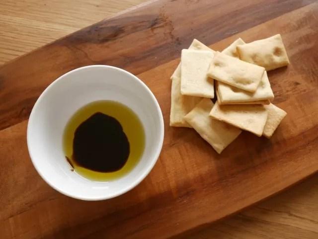 bread crisps and Pomora dips