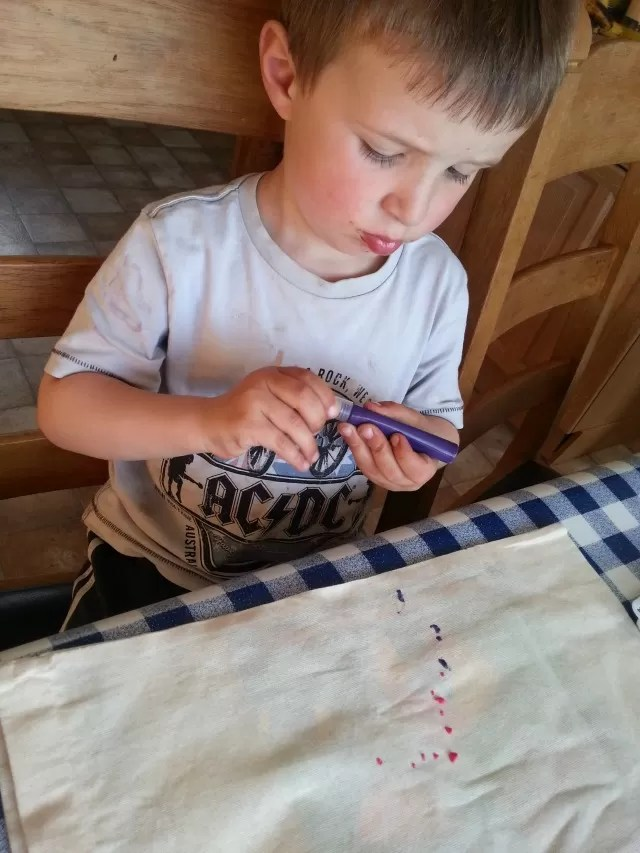 painting a bag with fabric paints