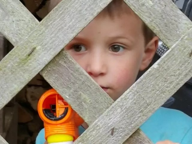Bubble gun and looking through the fence - Living Arrows