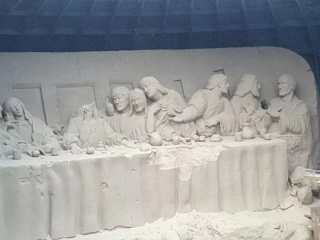 Last Supper sand carving display