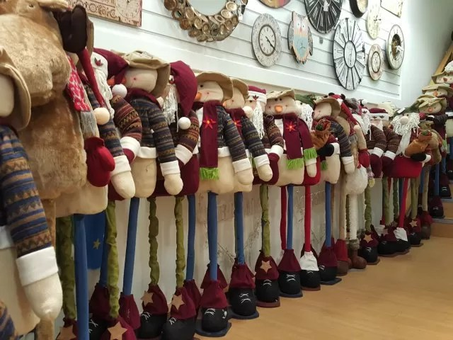 snowmen models in a Christmas shop