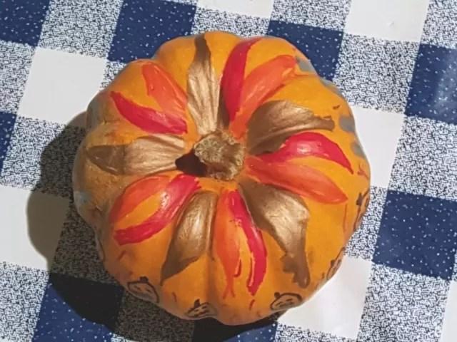 flower drawn pumpkin