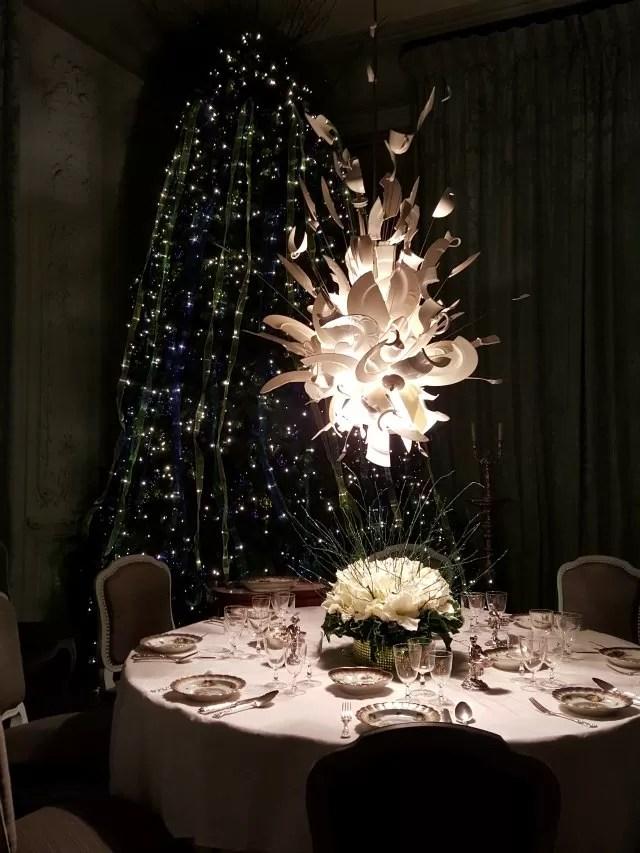 white lights dinner room