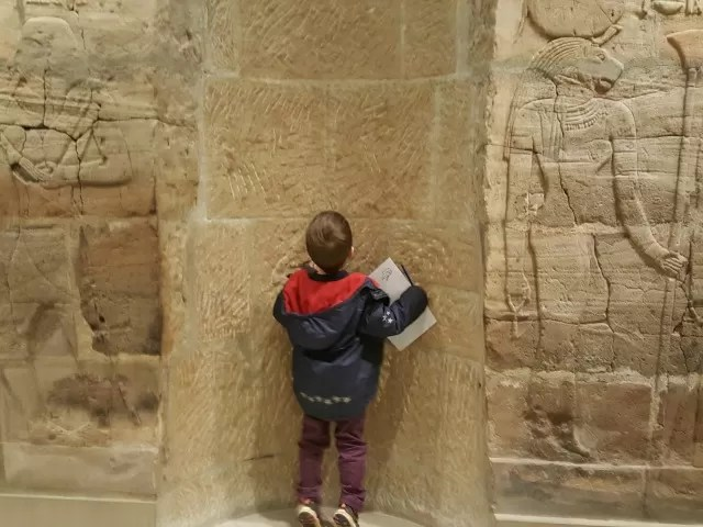 exploring egyptian tombs