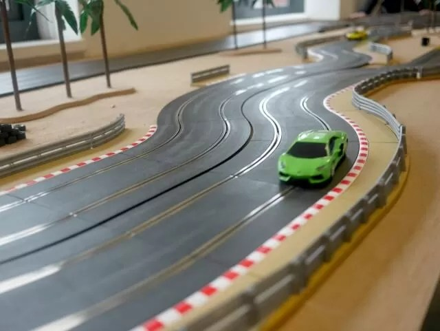 cars round the scalextric