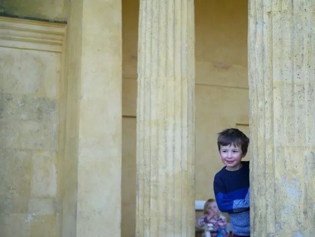 Peekaboo round the temple at stowe gardens