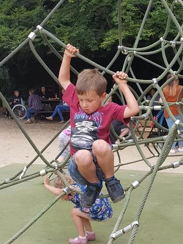 climbing-the-netting-at-cotswold-wildlife-park