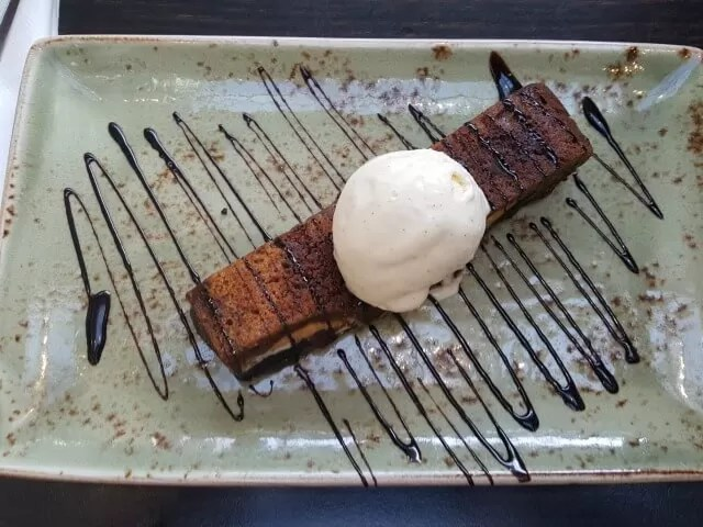 chocolate-brownie-and-ice-cream