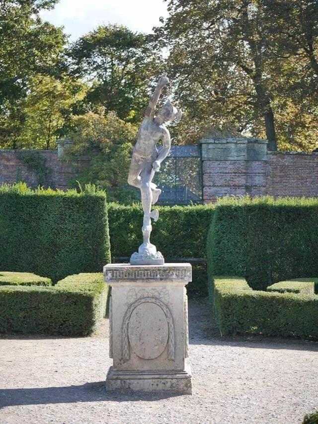statue in the maze at blenheim palace