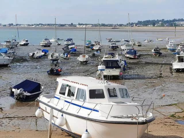 boats-at-gorey-jersey
