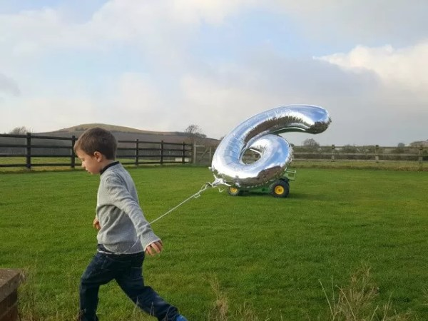 Living ARrows 2017 week 4 - birthday balloon
