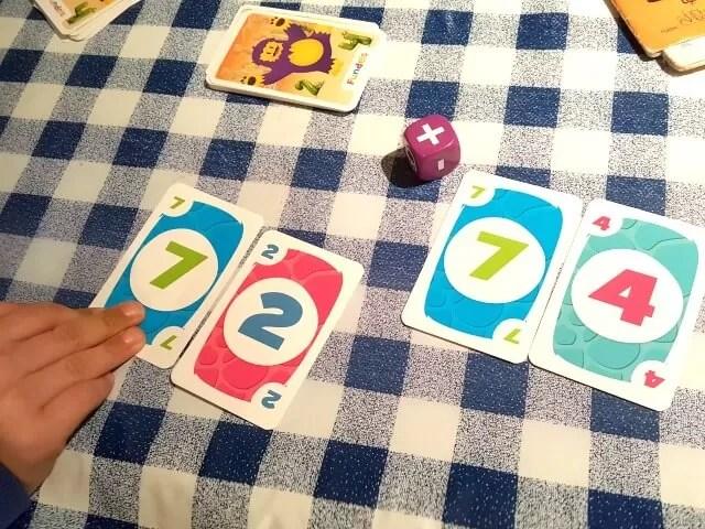 Cartamundi Fundels playing with numbers game