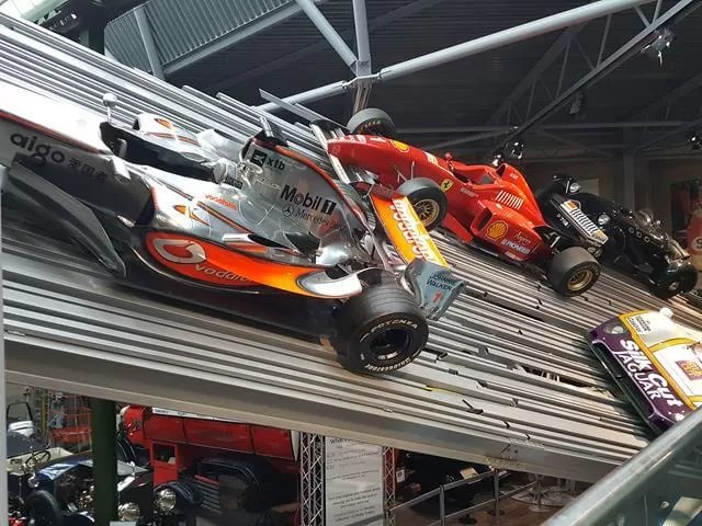 racing cars at beaulieu motor museum