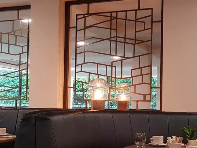 restaurant decor in doubletree chester
