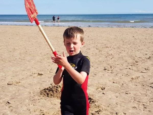 Living Arrows 2017 week 31 - digging on the beach
