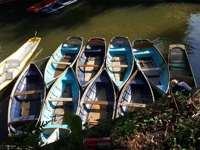 punts on the river in oxford