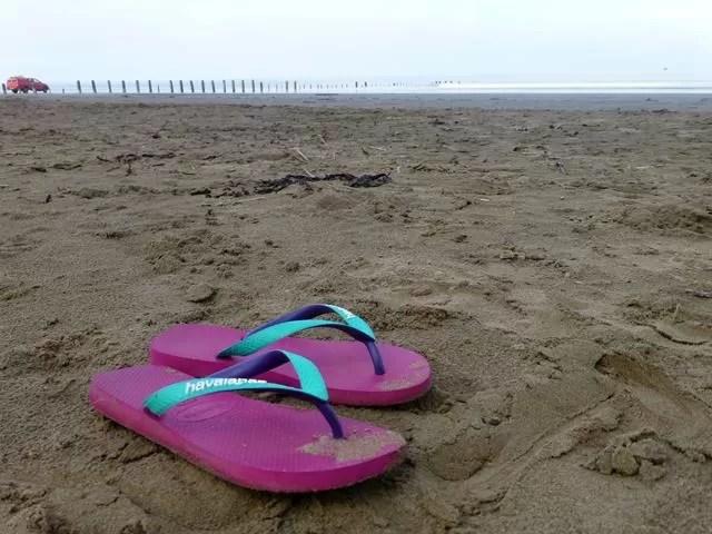 havaiianas flip flops at the beach