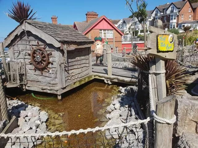 pirate crazy golf