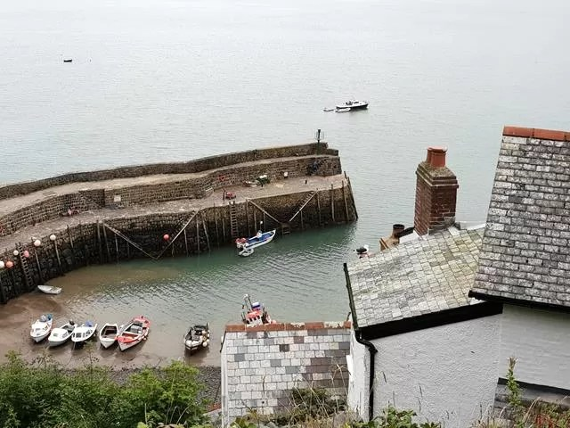 harbour wall at clovelly