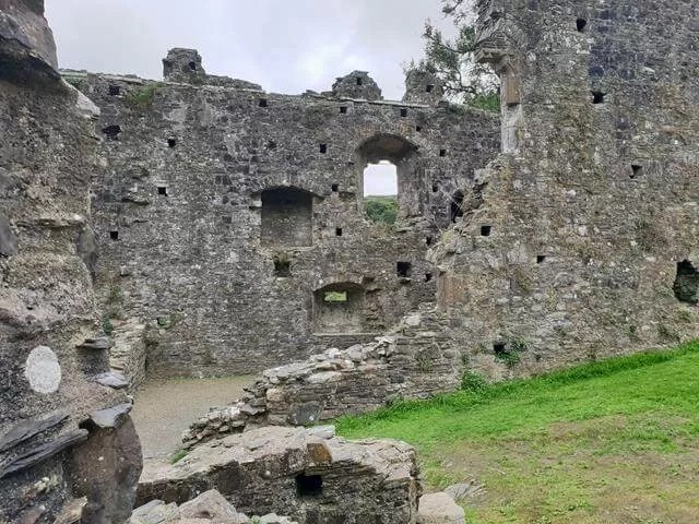 okehampton castle ruins