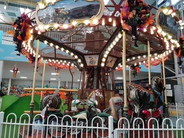 carousel at riverside hub
