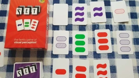 Testing the mind with family card game Set