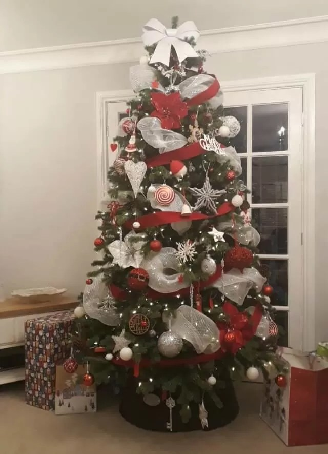 red and white decorated tree