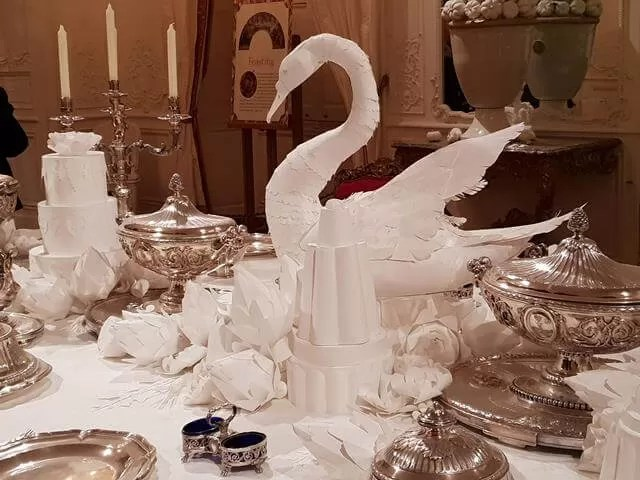 paper swan decoration