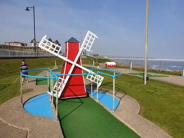 crazy golf at whitby