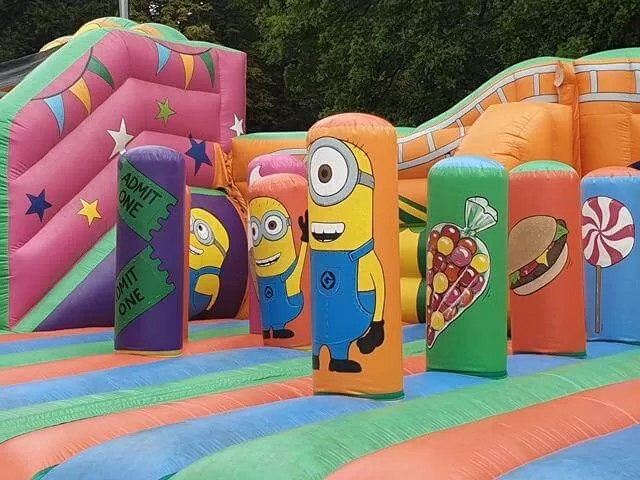 minions inflatable bouncy obstacle course