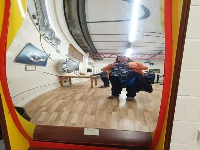weird mirror illusion