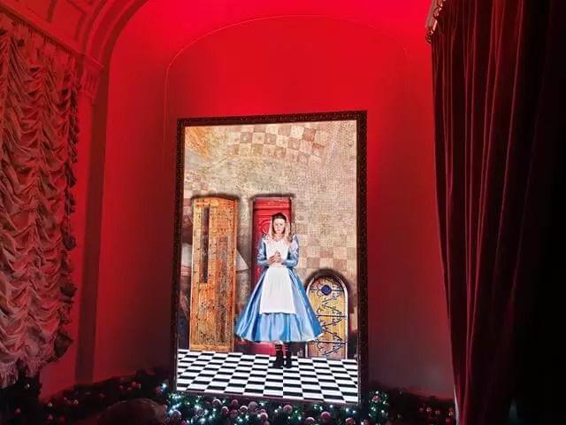 Alice shrinking on screen