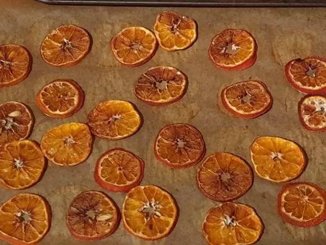 dried orange slices