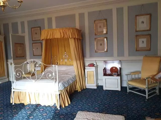 bedroom at Hughenden manor