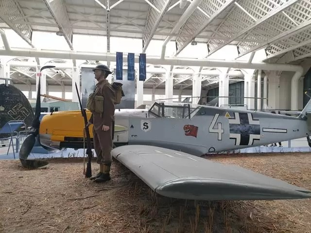 battle of britain solder and plane