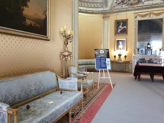 wimpole house lobby drawing room