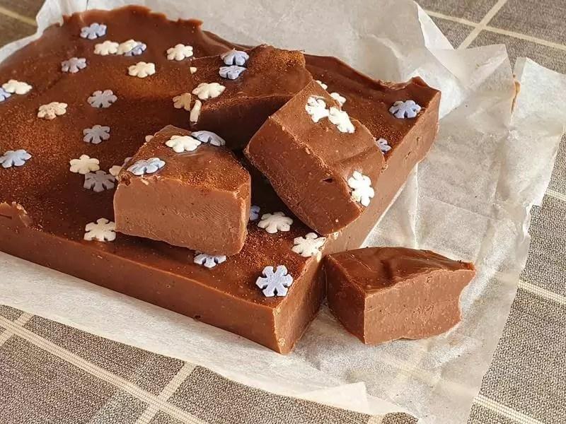 slabs of gingerbread fudge