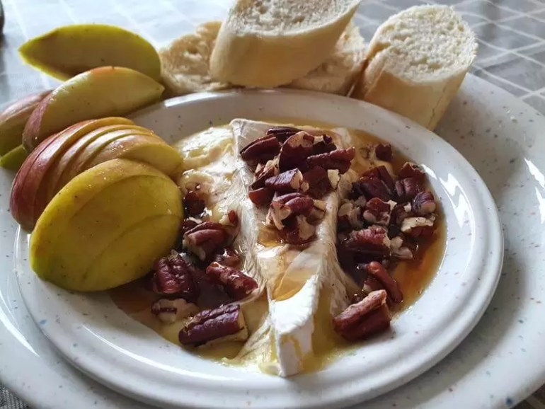 baked brie with apples pecans and maple syrup