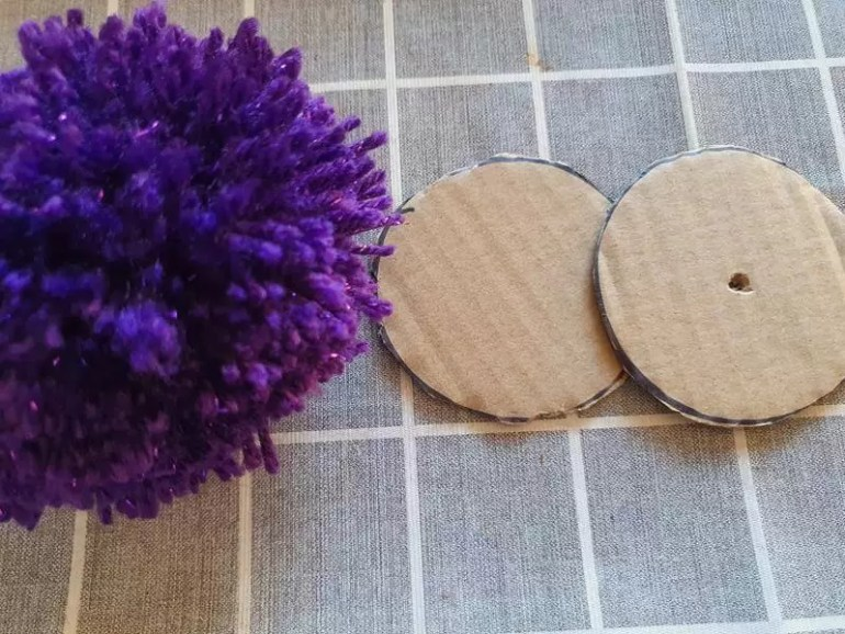 trimming pom pom cardboard templates