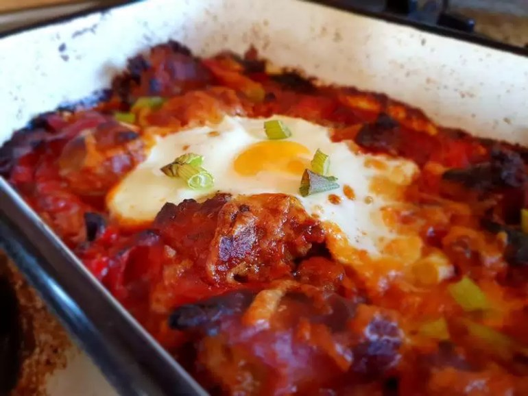 sausage tomato and pepper bake with egg
