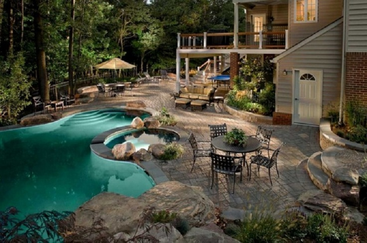 10 Absolutely Beautiful Backyards With Pools