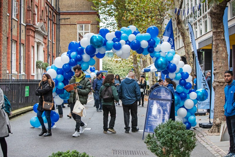 Bubblegum Balloons for Queen Mary University (4)