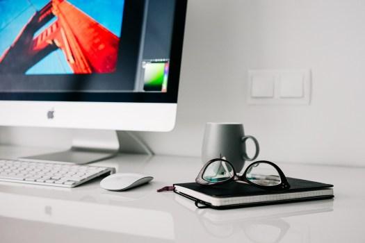 iMac freelance consultant communication Bubbles Com