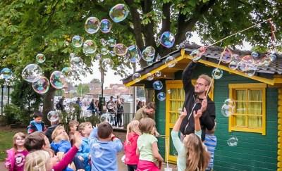 riesenseifenblasen-schule-kinder-veranstaltung