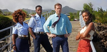 GUIDA TV 13 GIUGNO 2021: UNA DOMENICA TRA OLANDA-UCRAINA, DELITTI IN PARADISO E INSTANT FAMILY