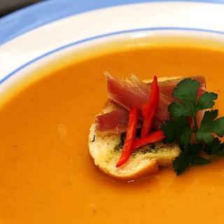 Supa crema de dovleac, vegetariana sau cu bacon.