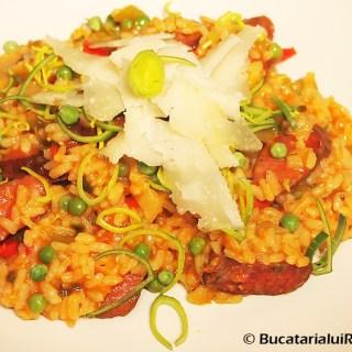 Paella cu chorizo. Pilaf cu carnati. Tocana de legume, orez si carnat.